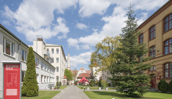 language school in Berlin with accommodation